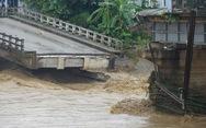 Mưa lũ miền Bắc: Sập cầu ở Yên Bái, 4 người bị cuốn trôi