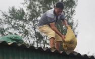 Miền Trung bắt đầu mưa lớn, dân hối hả 'chạy' bão số 10
