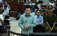Hà Văn Thắm cùng khóc với nhân viên tại tòa
