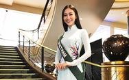 Người đẹp Hà Thu diện áo dài trắng vào phỏng vấn ở Hoa hậu Trái đất
