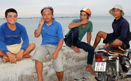 Ninh Thuận kiên quyết đưa 32 người trên bè thủy sản vào bờ
