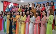 Phụ nữ Việt ở Đài Loan đọ áo dài mừng năm mới