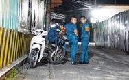 Dân quân giữ trật tự trước nhà ông Nguyễn Hữu Tín