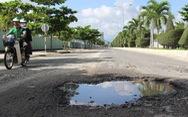 Đường ven biển Nha Trang mới sửa 3 tháng đã... nát