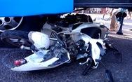 Xe khách 50 chỗ tông năm xe máy dừng chờ đèn đỏ