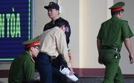 Cựu trung tướng Phan Văn Vĩnh rời phòng xử vì tăng huyết áp