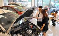 Khách hàng kêu phí trước bạ xe hơi cao, thuế nói 'quy định'