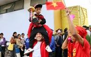 CĐV ồ ạt đổ về Hàng Đẫy, tự tin đội tuyển Việt Nam sẽ đá bại Campuchia