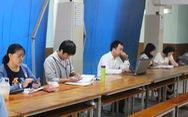 Đại học ở Sài Gòn nơi hoãn thi, nơi học bình thường