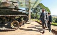 Thủ tướng Pháp thăm di tích Điện Biên Phủ