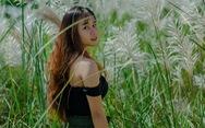 Trai xinh gái đẹp 'diễn sâu' giữa đồng cỏ lau Đà Nẵng