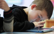 Nhìn màn hình thiết bị điện tử nhiều ảnh hưởng đến não trẻ