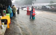 Xem video CĐV Malaysia 'lội nước' đến sân Bukit Jalil