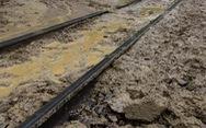 Trắng đêm 'cứu' đường sắt qua đèo Hải Vân bị sạt lở