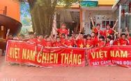 Phú Quốc: 500 học sinh và cô giáo trường mầm non cổ vũ tuyển VN