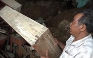 Quảng Ngãi: một nhà văn hóa xã bị núi lở vùi lấp