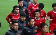 Đội tuyển Việt Nam tập luyện dưới cái rét 13 độ C