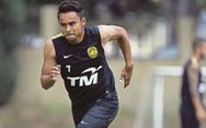Sau HLV, đến lượt cầu thủ Malaysia 'đổ thừa' tuyển Việt Nam chơi quá rắn