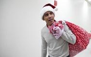 Cựu tổng thống Obama bất ngờ làm ông già Noel đến bệnh viện nhi