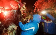 Quái vật Krampus 'nổi' không thua ông già Noel mùa Giáng sinh