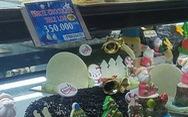 Các cửa hàng sôi động, bánh kem chủ đề Giáng sinh 'hốt bạc'