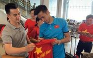 Tuyển Việt Nam về đến Hà Nội chờ Philippines