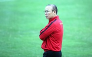 """""""50 sắc thái"""" của ông Park trên sân tập chiều 4-12"""