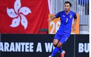 Xúc động hình ảnh tuyển thủ Thái Lan ôm mẹ khóc sau trận bán kết