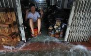 Nhiều cửa hàng tại Đà Nẵng tê liệt vì ngập nước