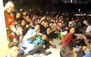 Người hâm mộ Malaysia xếp hàng xuyên đêm chờ mua vé trận chung kết