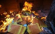 Cần loại bỏ đốt vàng mã mà lại xây lò hóa vàng trong chùa?