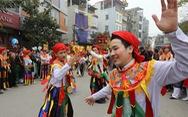 Cực vui đi hội làng Triều Khúc xem con đĩ đánh bồng