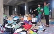 Mang quần áo, chăn chiếu đến tận nơi cho nạn nhân cháy chung cư