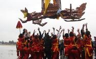 Độc đáo màn rước kiệu 'bay' ở lễ hội Đền Cờn