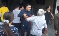 Cả xóm náo động do một cô vợ theo 'Hội thánh Đức Chúa Trời'