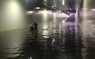 Hầm chui Đà Nẵng thành sông sau cơn mưa đêm