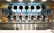Nhà hàng đầu tiên trên thế giới sử dụng toàn bộ đầu bếp là robot