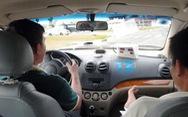 Giáo viên dạy lái xe dùng bằng lái giả