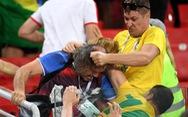Fan Brazil và Serbia giật tóc, vung cú đấm… trên khán đài