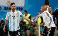 Sampaoli nói gì khi phải 'hỏi' Messi lúc đưa Aguero vào sân?