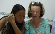 Cha mẹ Ireland về Việt Nam tìm người thân cho con