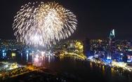 TP.HCM rực rỡ pháo hoa mừng năm mới 2018
