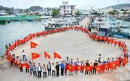 Nghệ sĩ hát, ngư dân phụ 'hò' với Mùa xuân biển đảo 2018