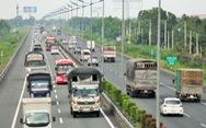 'Cao tốc' bị biến thành 'thấp tốc', xe vượt bất chấp