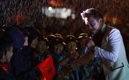 Chiến sĩ, nghệ sĩ Mùa xuân biển đảo cùng 'cháy' trong mưa