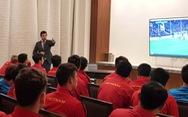 Thầy trò HLV Park Hang Seo  hào hứng trải nghiệm công nghệ VAR
