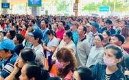 Tân Sơn Nhất nghẹt người đón Việt kiều về ăn Tết nhưng vẫn đều tăm tắp