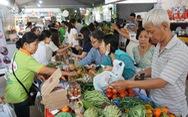 Nô nức mua sắm tại phiên chợ Tết Xanh - Quà Việt