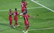 AFC điều tra vụ cầu thủ Qatar bị ném giày tới tấp