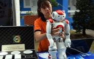 Robot thông minh 'đi' tư vấn tuyển sinh